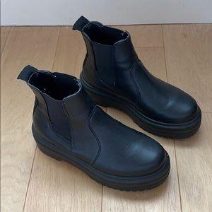 🌚 Steve Madden cute black Chelsea boots 🌚